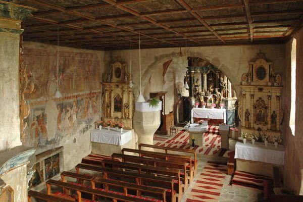 szent-imre-muemlektemplom-biserica-veche-21AA3C95B-D8B7-53A9-7144-3F957937C3A4.jpg