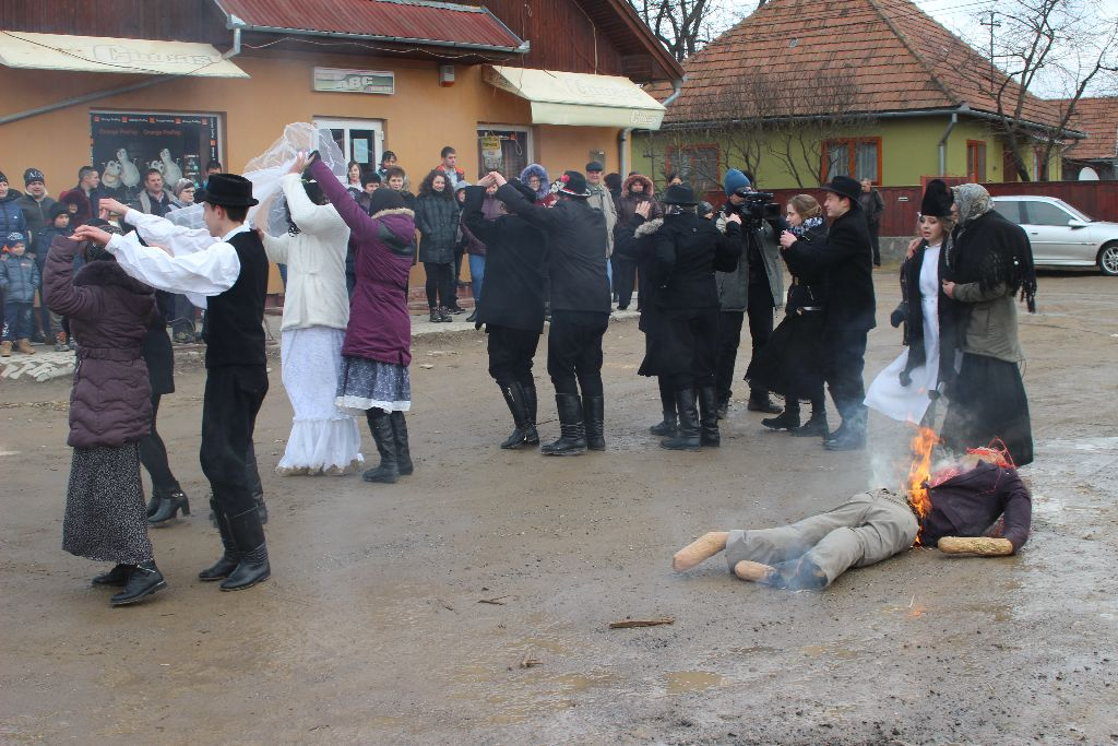 Farsangfarka Gelencén - Eltemették Dömét